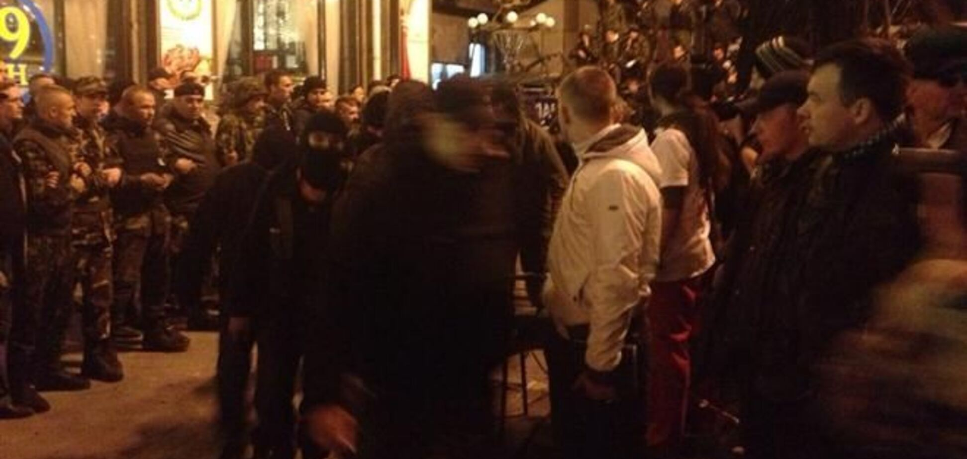 'Правий сектор' влаштував стрілянину на Європейській площі: є поранені