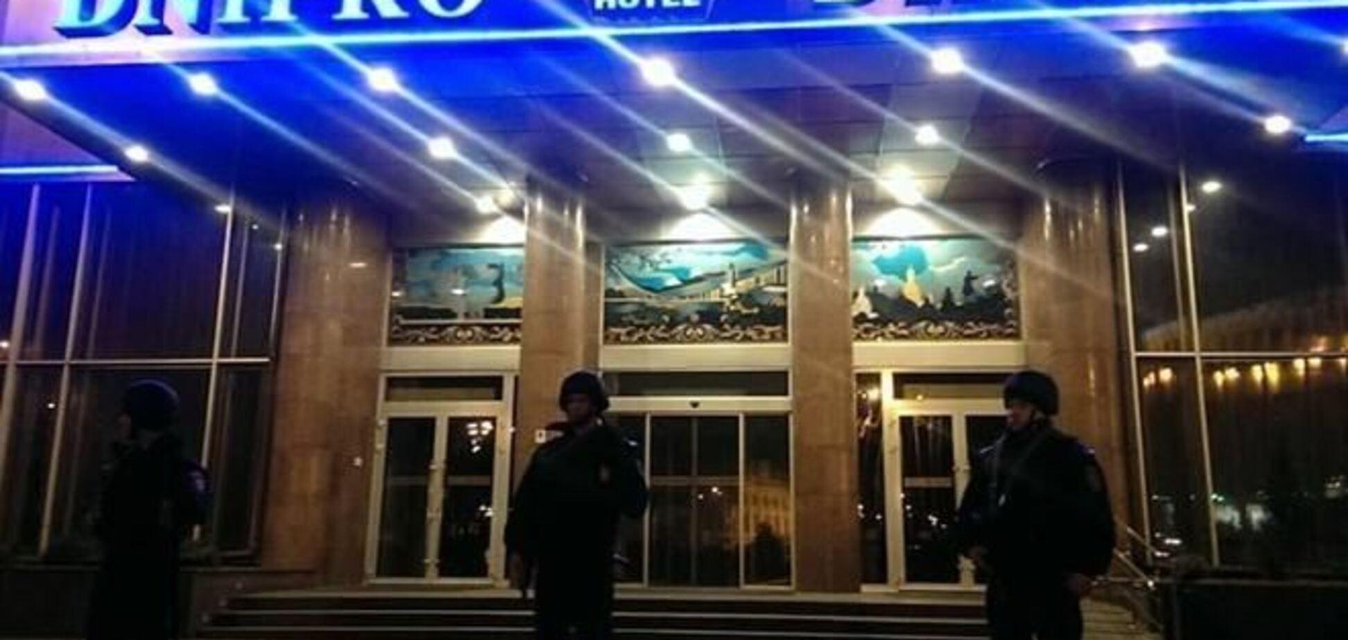 Утром 'Правый сектор' должен покинуть отель 'Днепр' без оружия - Аваков