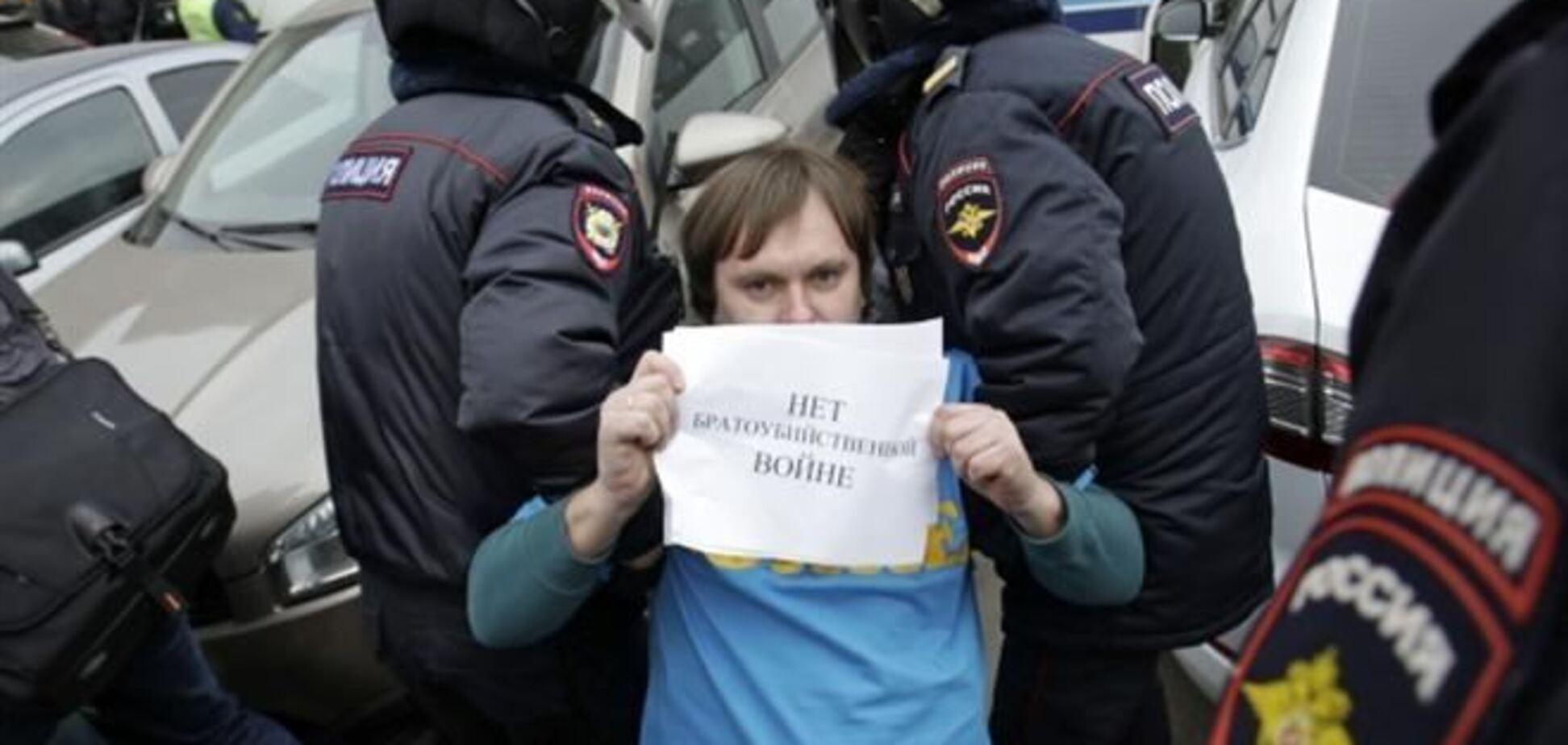 Amnesty International зафиксировала в РФ репрессии по отношению к противникам войны