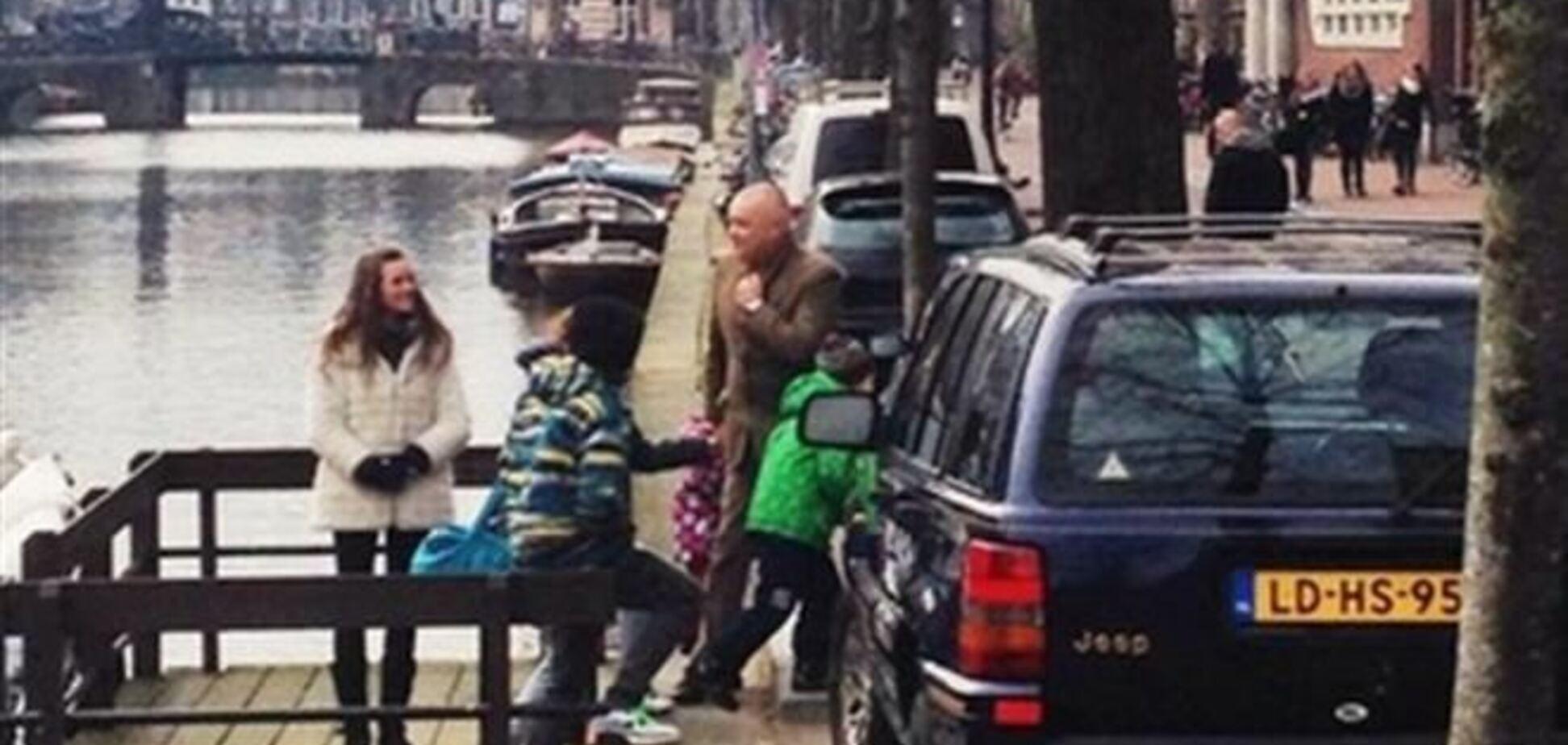 Ненависник Заходу журналіст Дмитро Кисельов відпочиває в Амстердамі