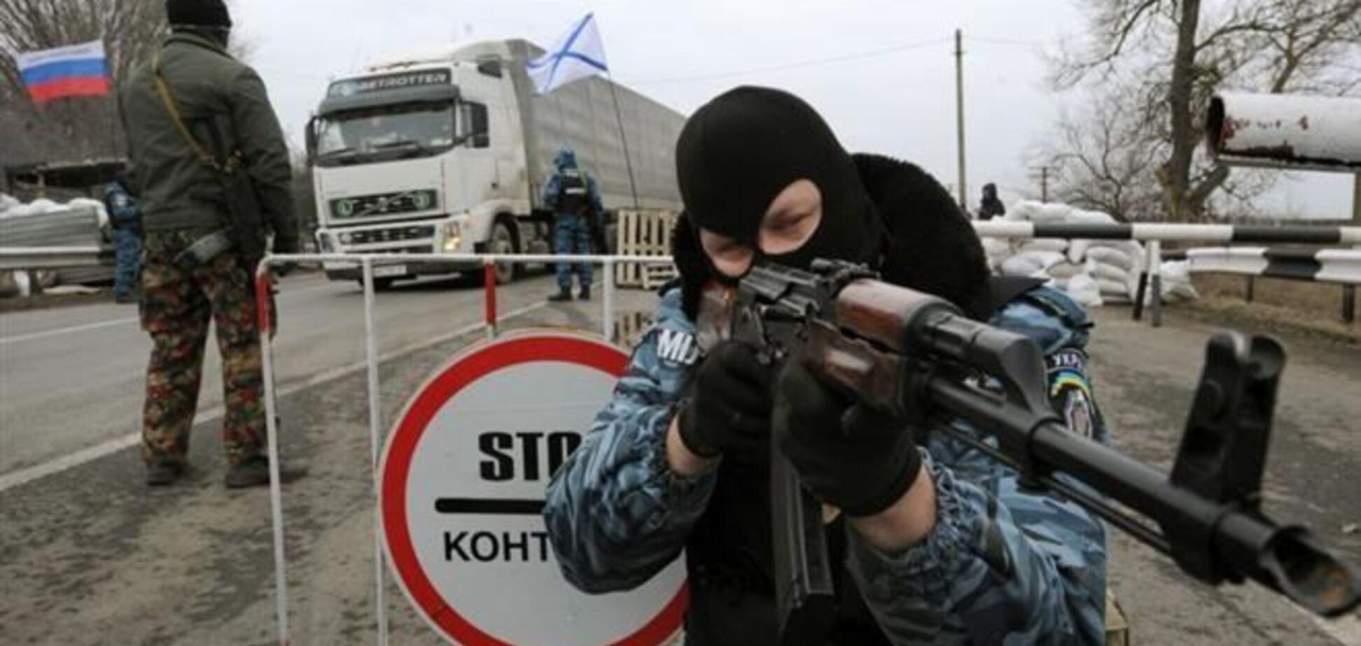 Оккупанты и 'Беркут' на выезде из Крыма грабят людей