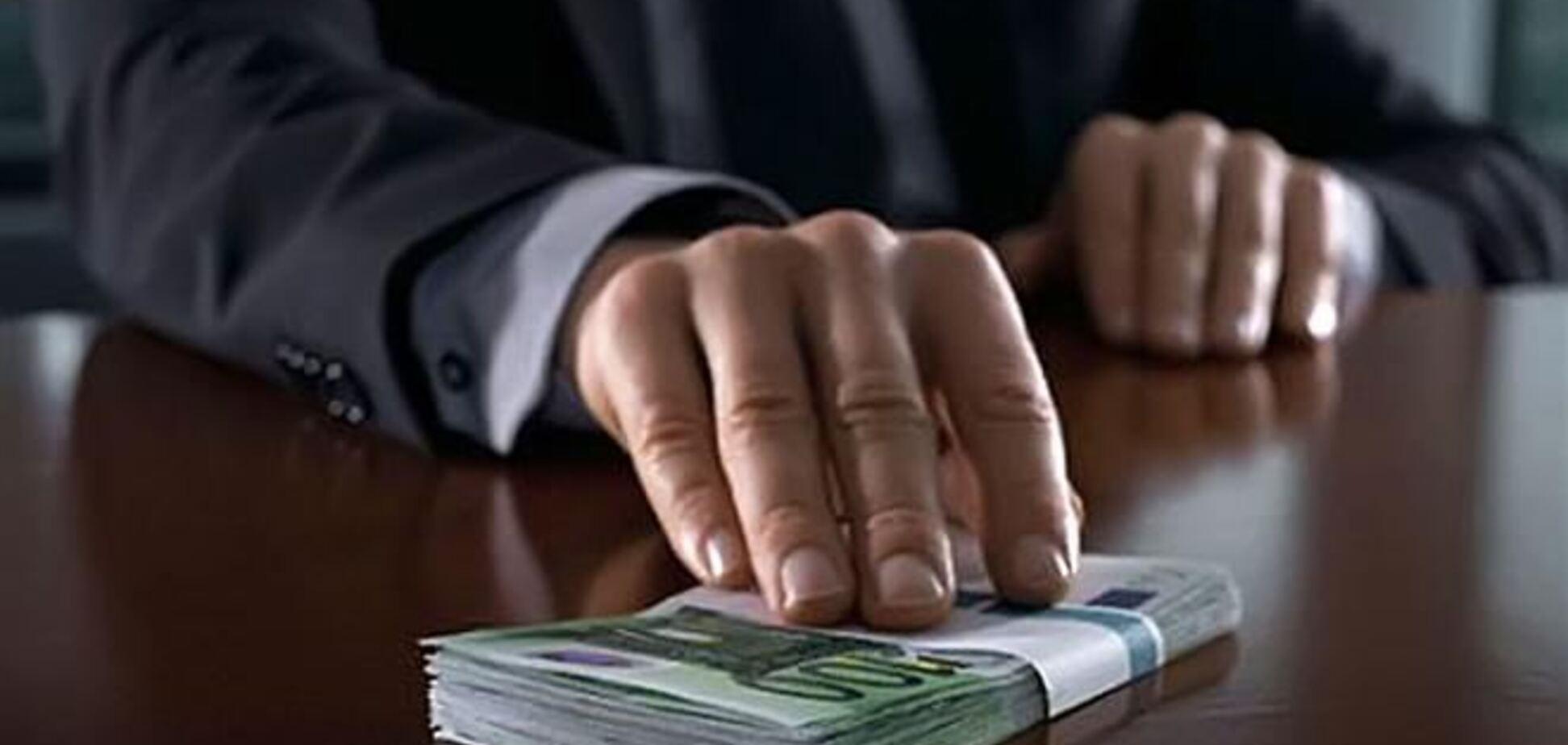 Чиновника Бориспольской РГА задержали за взятку в 1,5 млн грн