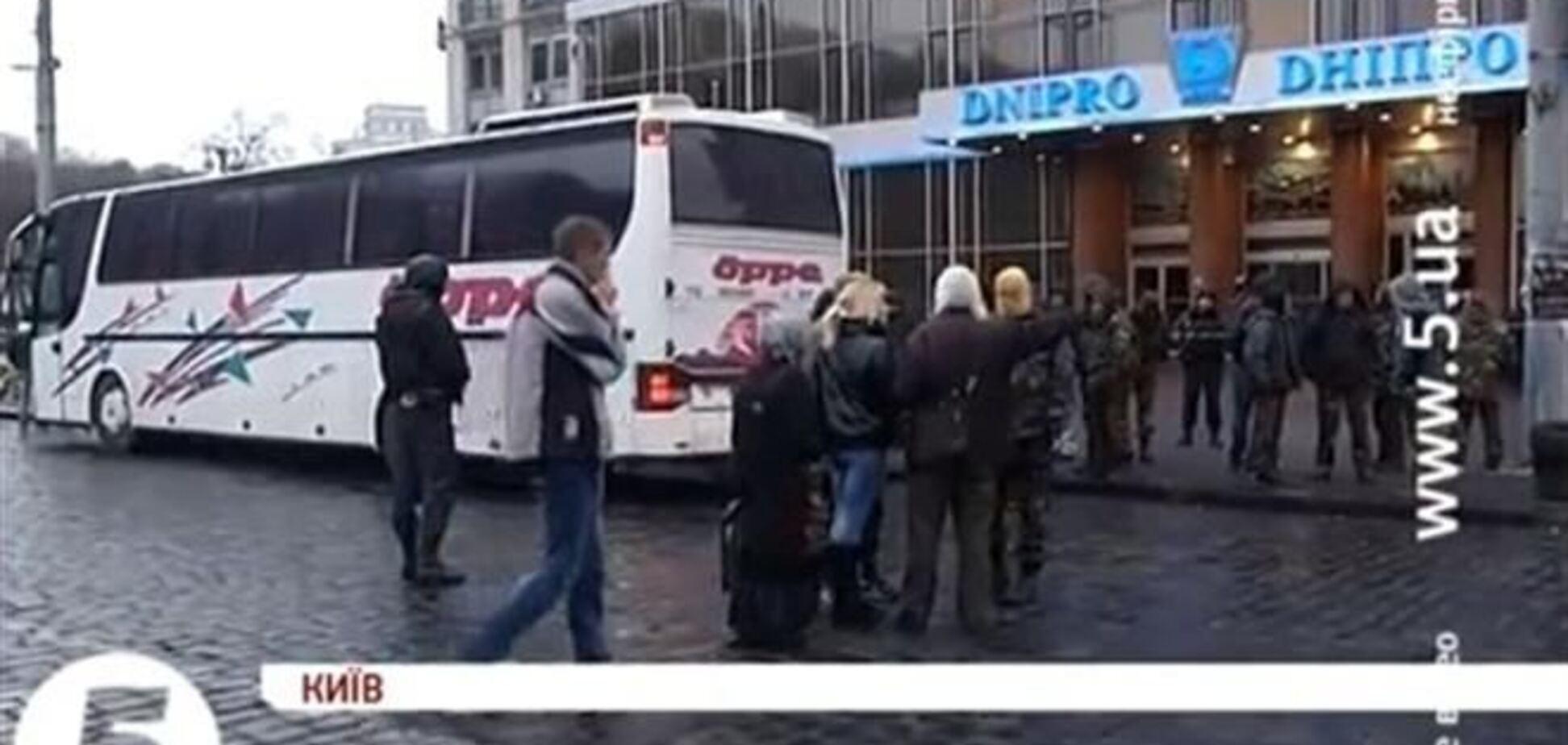 'Правый сектор' выехал из гостиницы 'Днепр' без оружия - Аваков