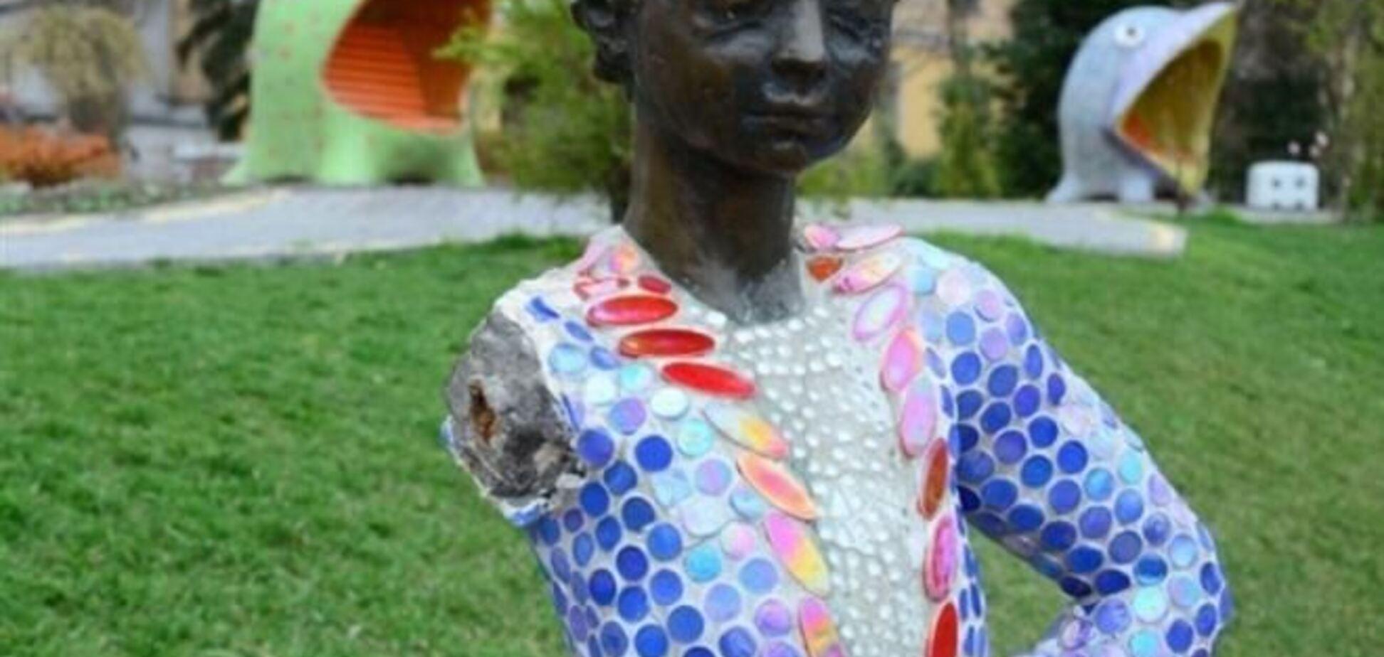 Вандалы отбили руку 'Маленькому принцу' в Киеве