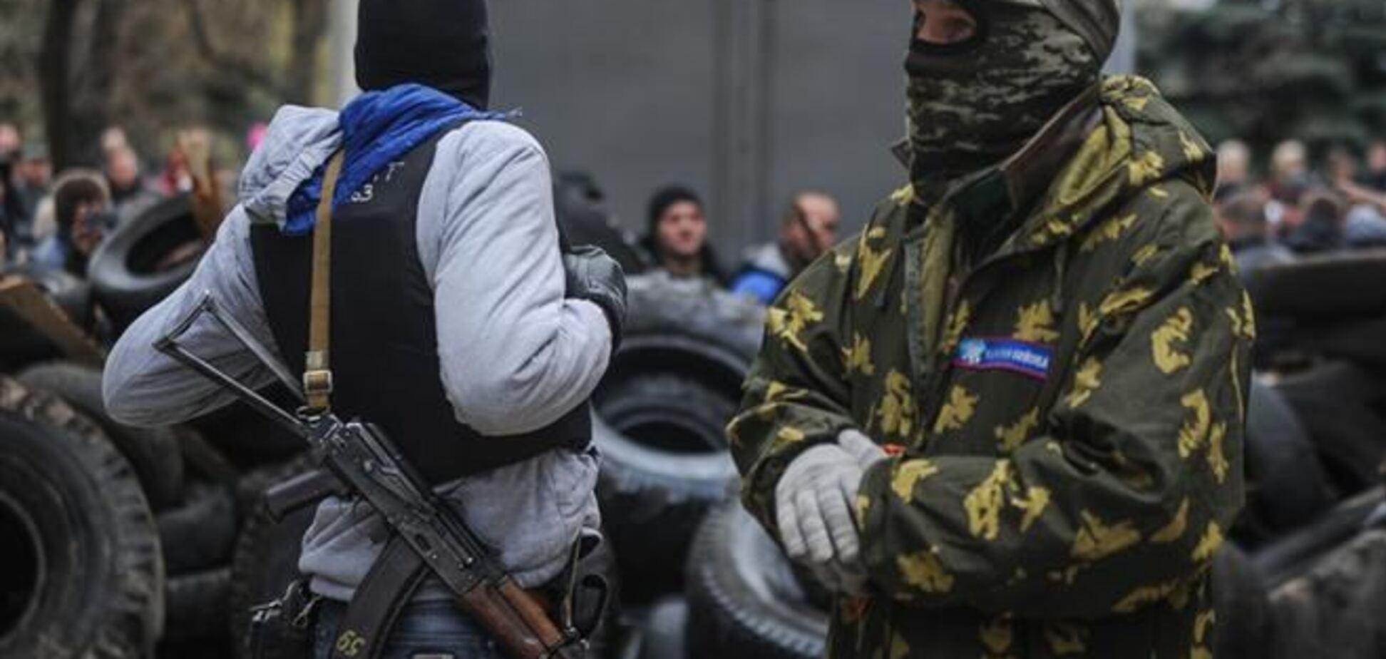 В Славянске 'зеленые человечки' захватили журналистов