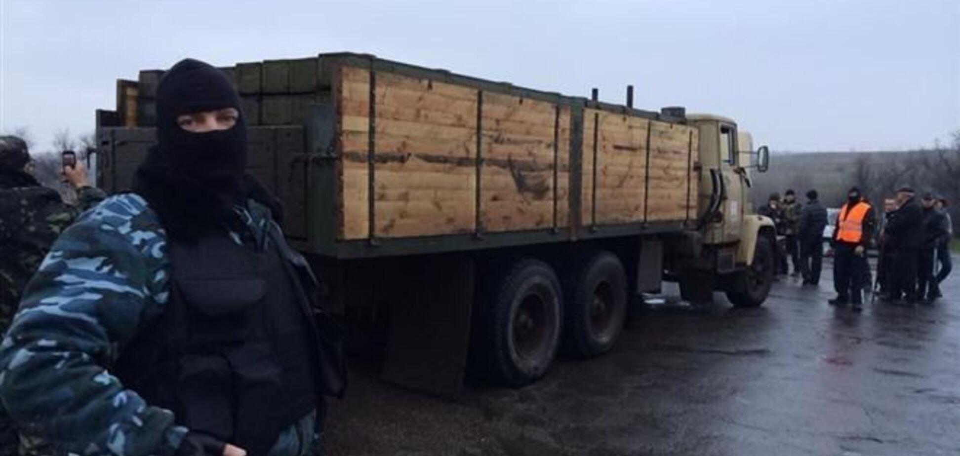 Под Славянском 'самооборона' задержала грузовик с оружием