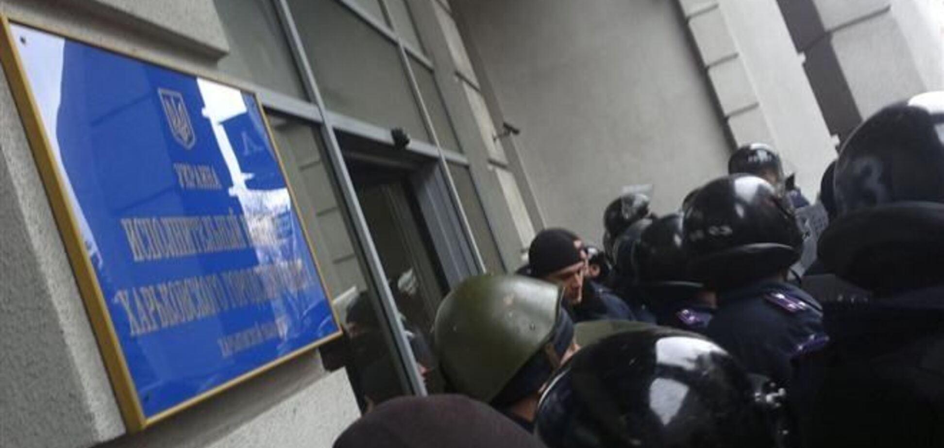 В Харькове милиция освободила внутренний двор мэрии от сепаратистов