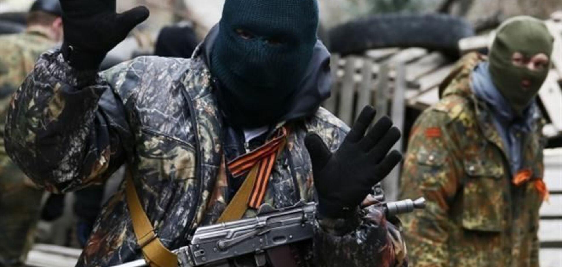 В центре Славянска неизвестный открыл стрельбу: есть пострадавшие
