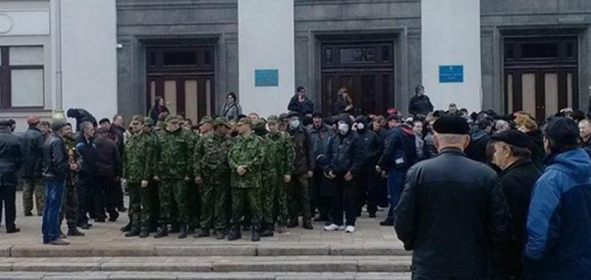 Луганські сепаратисти поставили ультиматум облраді і поки не стали захоплювати ОДА
