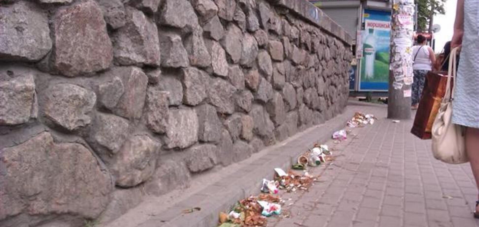 На улицах Киева некуда выбрасывать мусор