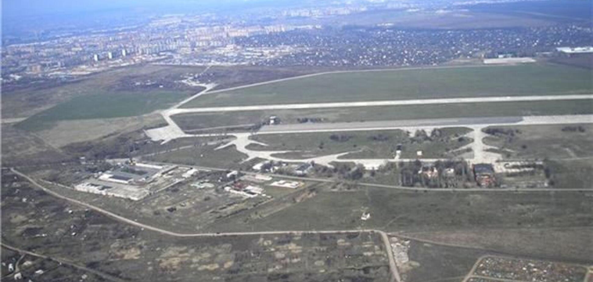 АТО на аэродроме в Краматорске: сепаратисты бросают камни, военные стреляют в воздух