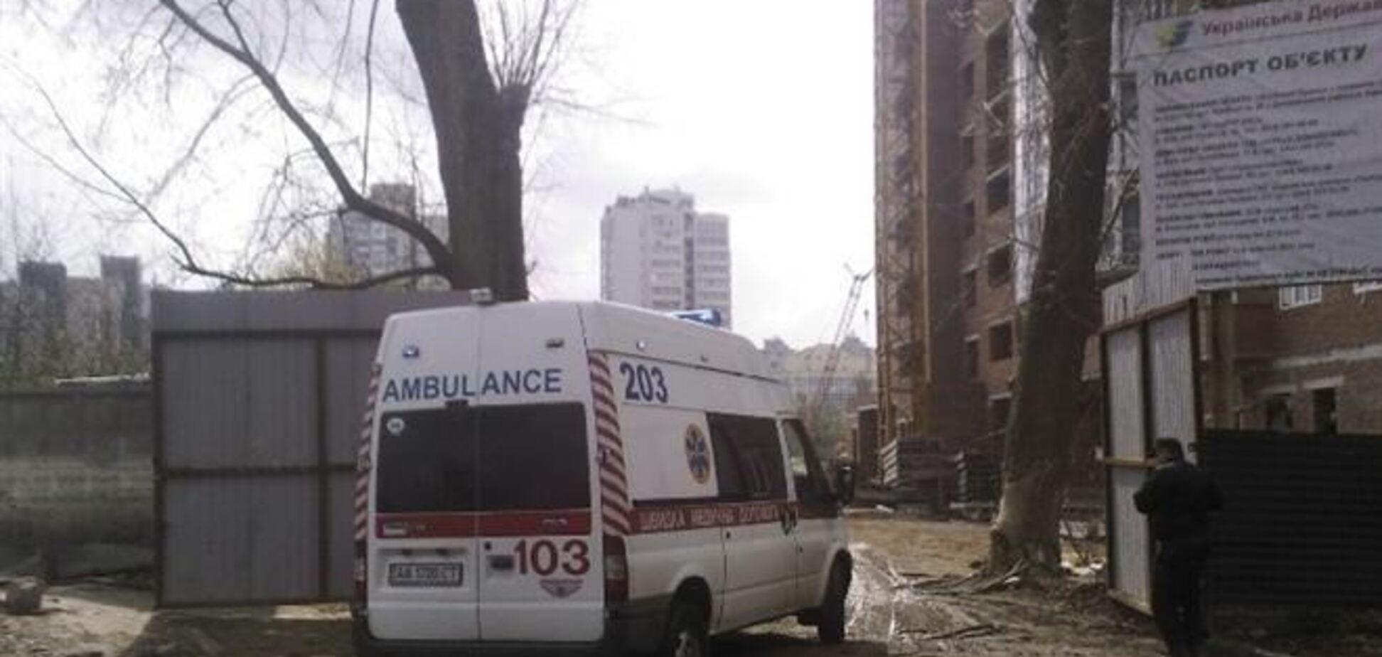 В Киеве с 12 этажа стройки упал мужчина