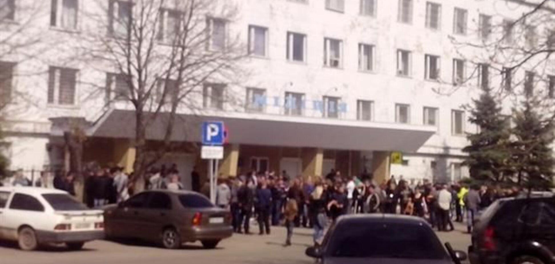 Сепаратисты начали штурмовать Стахановский горотдел милиции