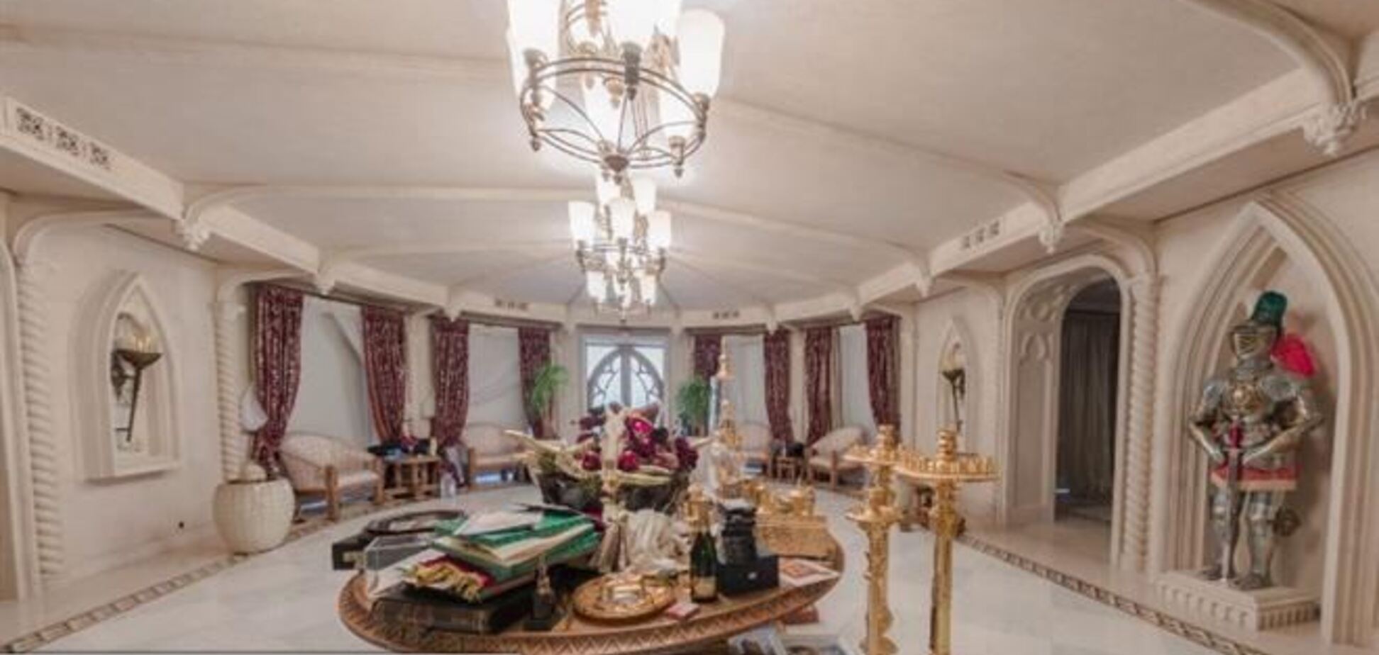 Янукович потратил €229 тыс. на шторы для 'рыцарского зала' в Межигорье