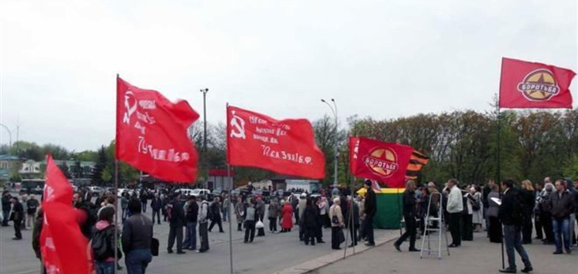 150 протестующих в Харькове выбрали 'народного губернатора' и послали его в Москву