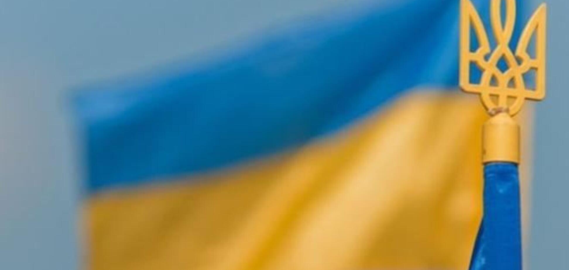 В Донецке патриоты встали на защиту украинского флага