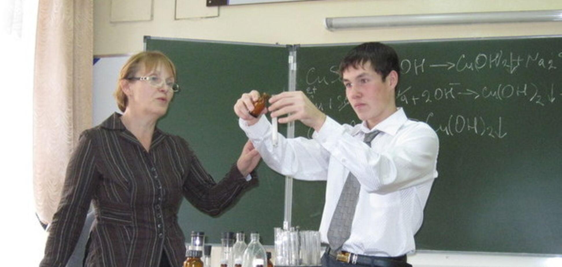 На Луганщине от взрыва пробирки на уроке химии пострадали три подростка