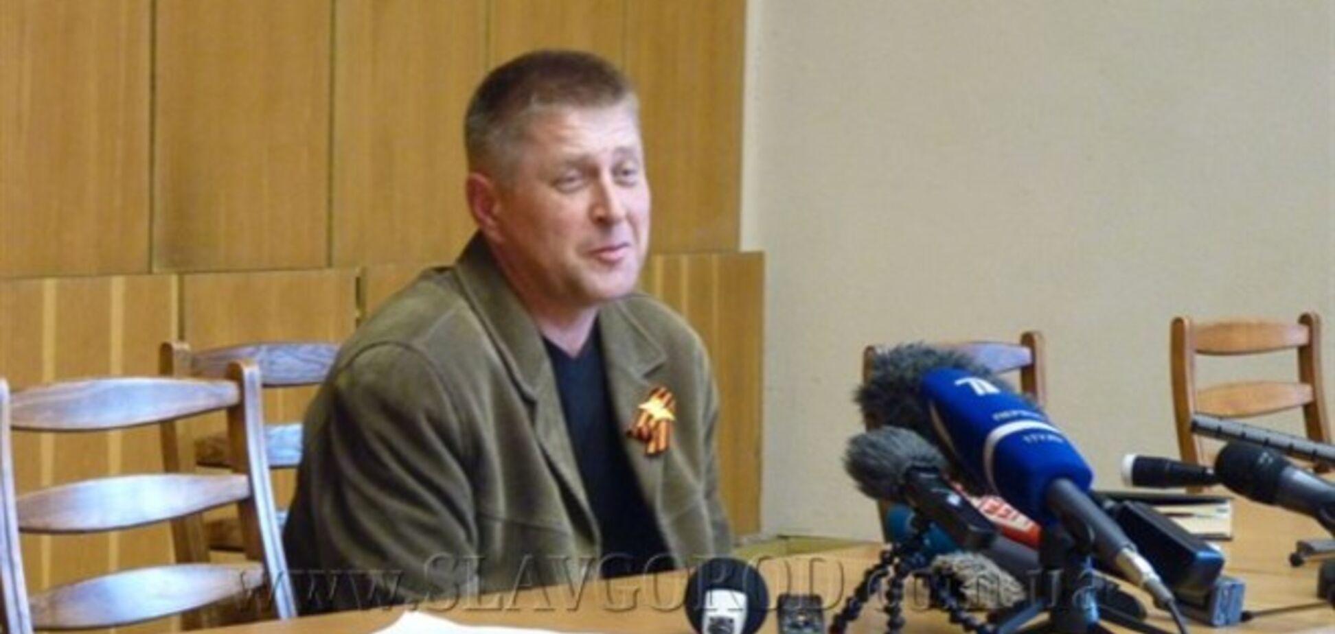 Самопровозглашенный мэр Славянска жалуется, что наблюдатели ОБСЕ привезли шпиона