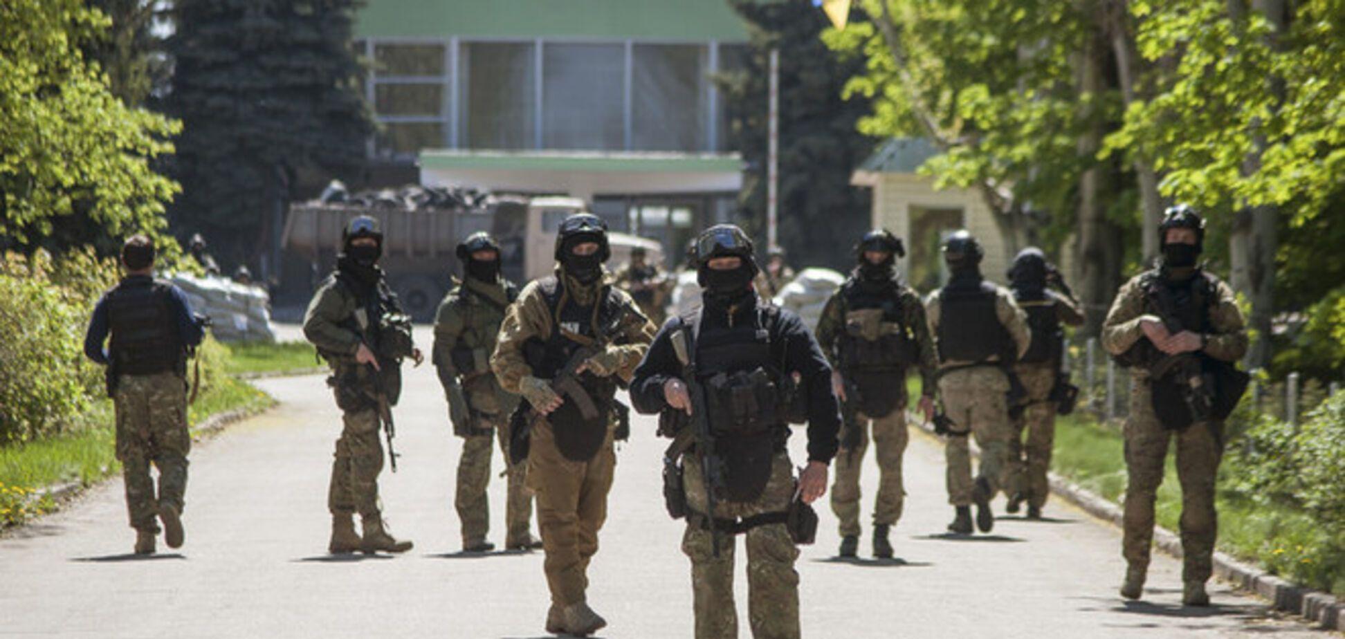 Неизвестные в масках и с оружием ворвались в редакцию донецкого сайта