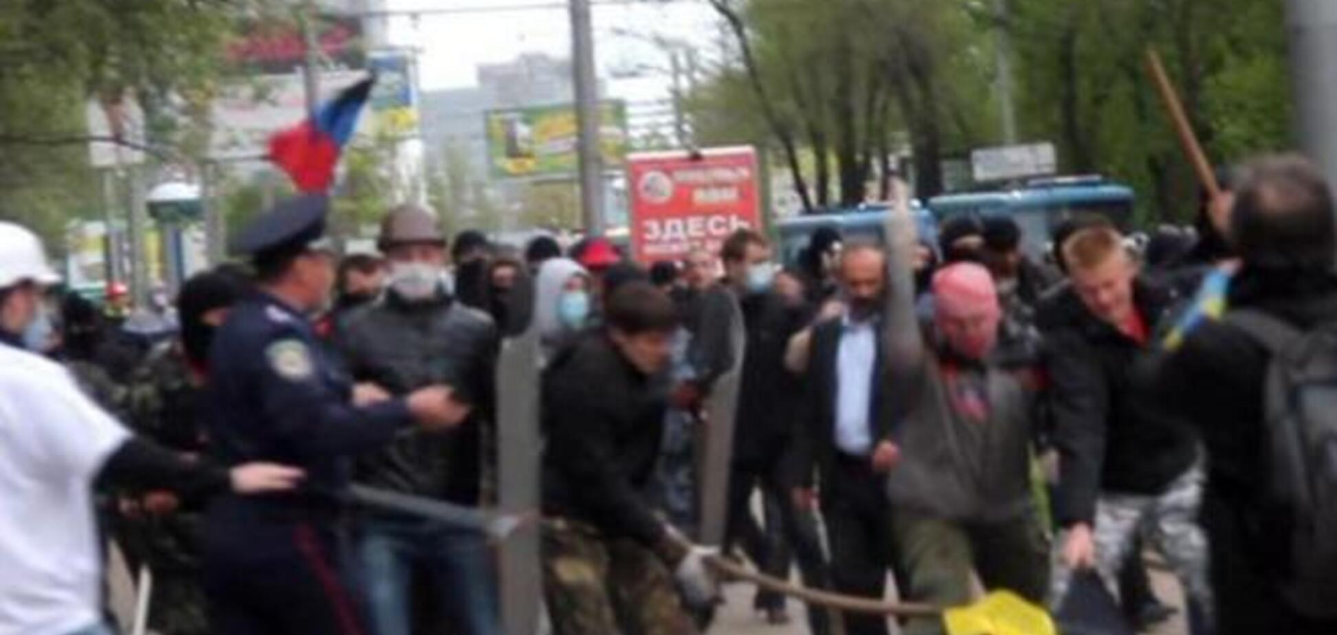В Донецке сторонники террористов напали на мирное шествие