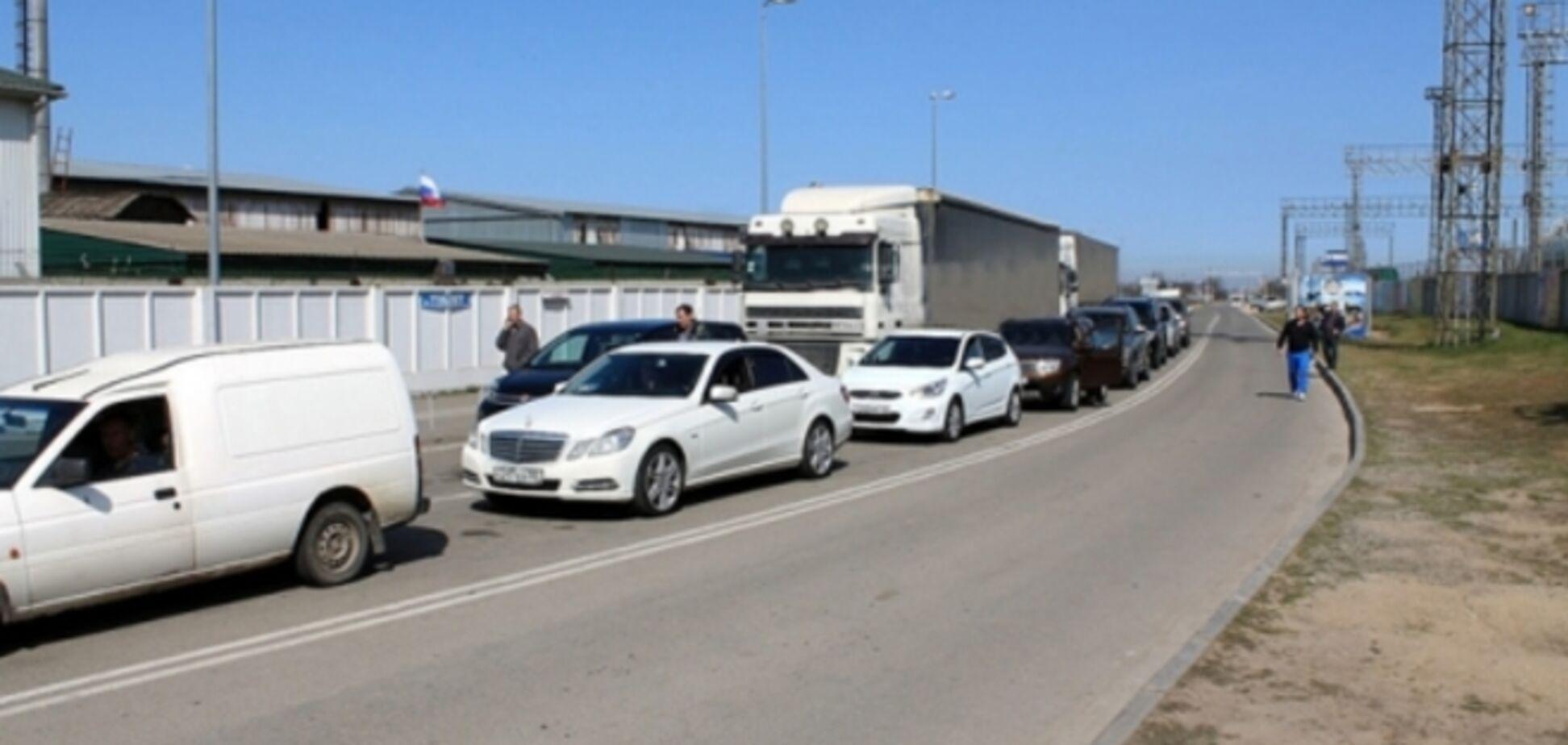 Желающие попасть в Крым через Керченский пролив стоят в очередях по 15 часов