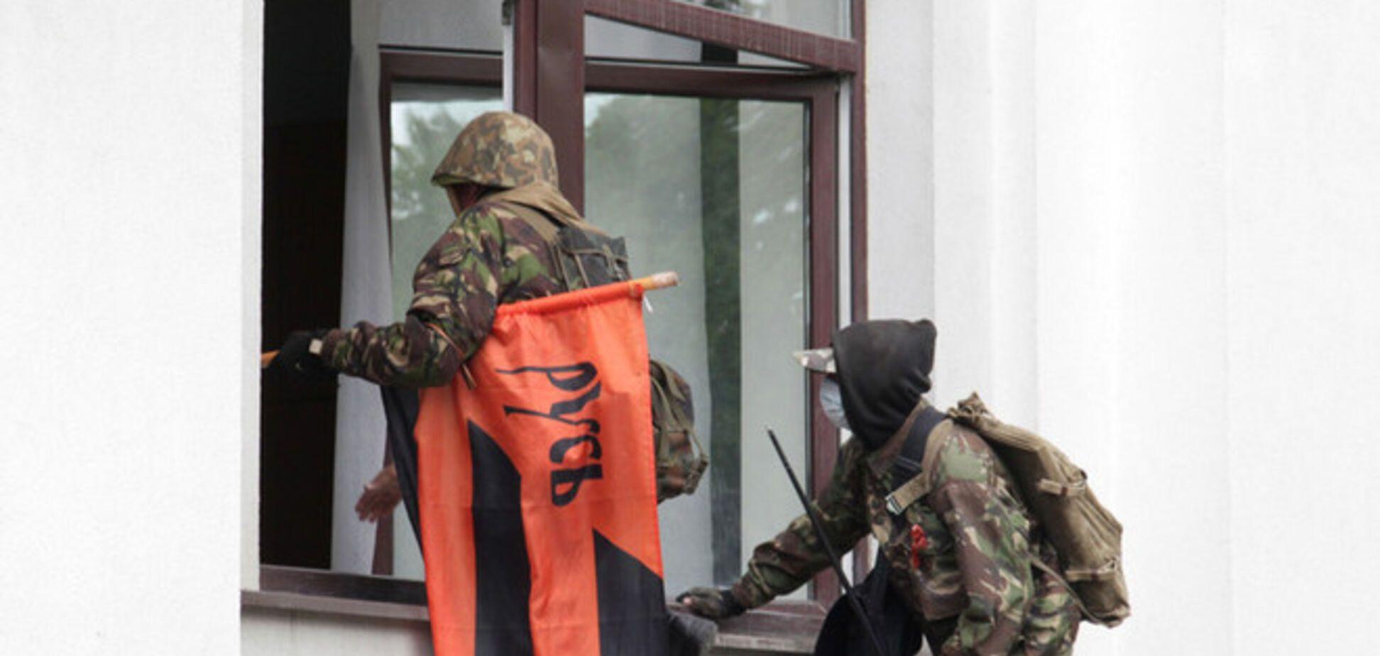 Луганские сепаратисты пытались таранить здание УВД грузовиком