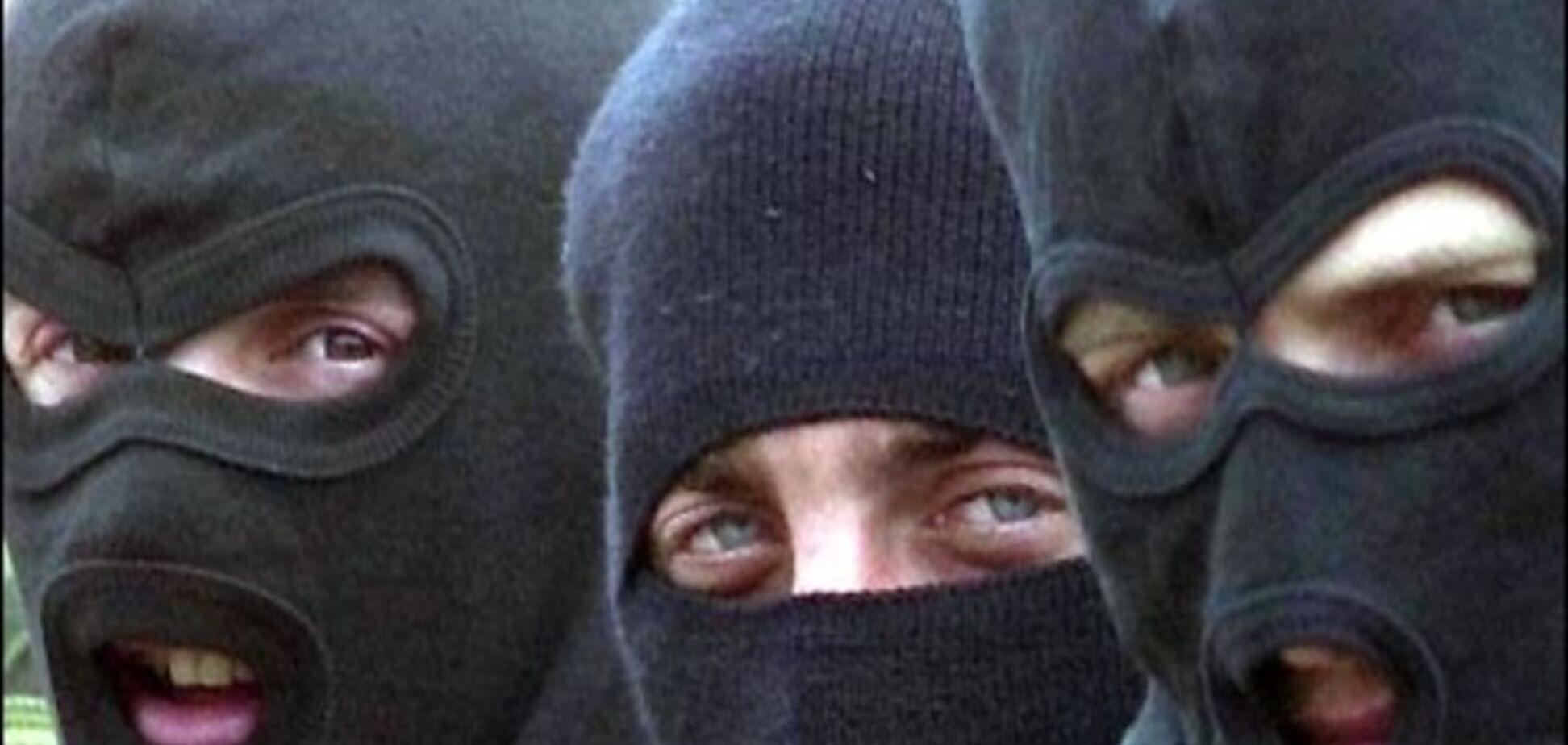 Около 30 людей в масках устроили перестрелку в Киевской области, есть раненые