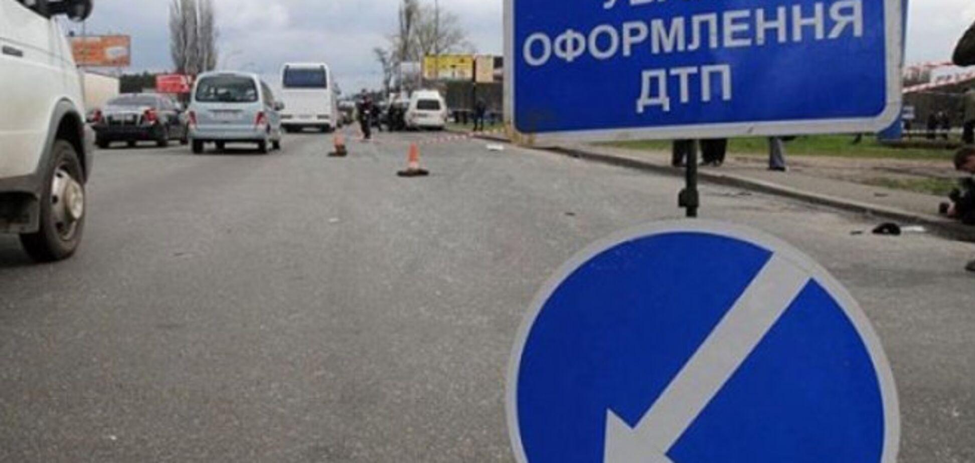 ДТП в Киеве: фура столкнулась с автобусом
