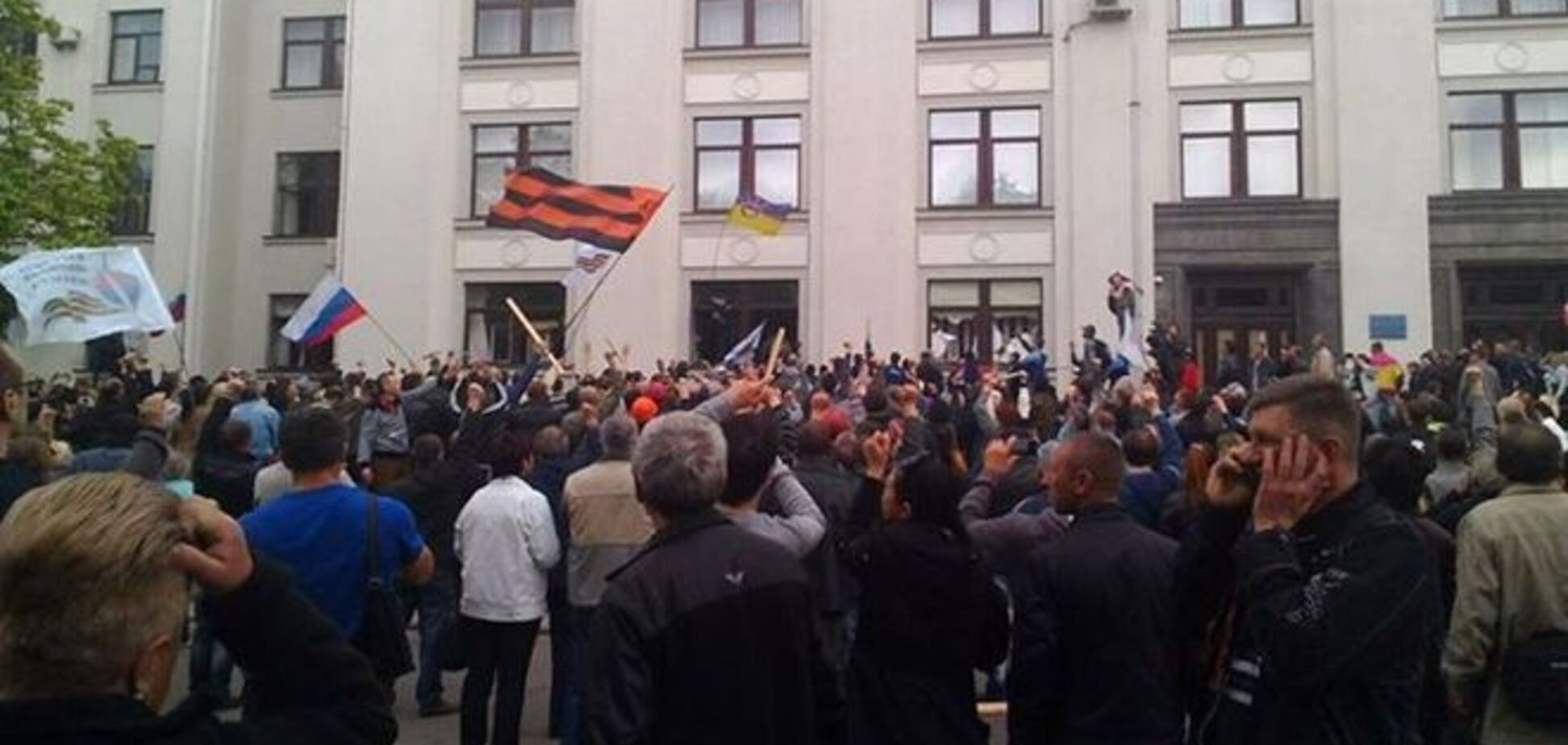 Нацгвардия покинула здание Луганской ОГА, террористы намерены штурмовать прокуратуру