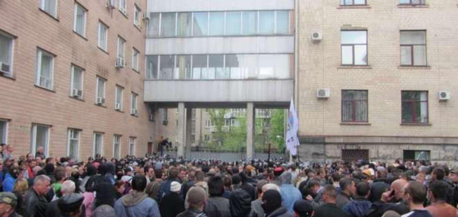 Террористы захватили здание Луганской прокуратуры и пикетируют МВД