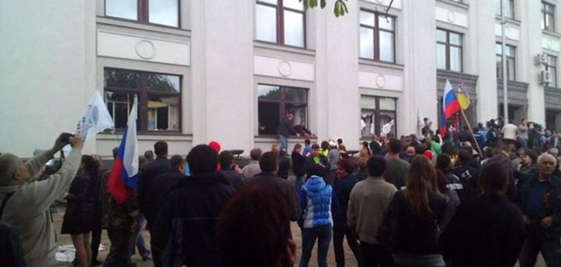 Захватчики присвоили личные вещи сотрудников Луганской ОГА