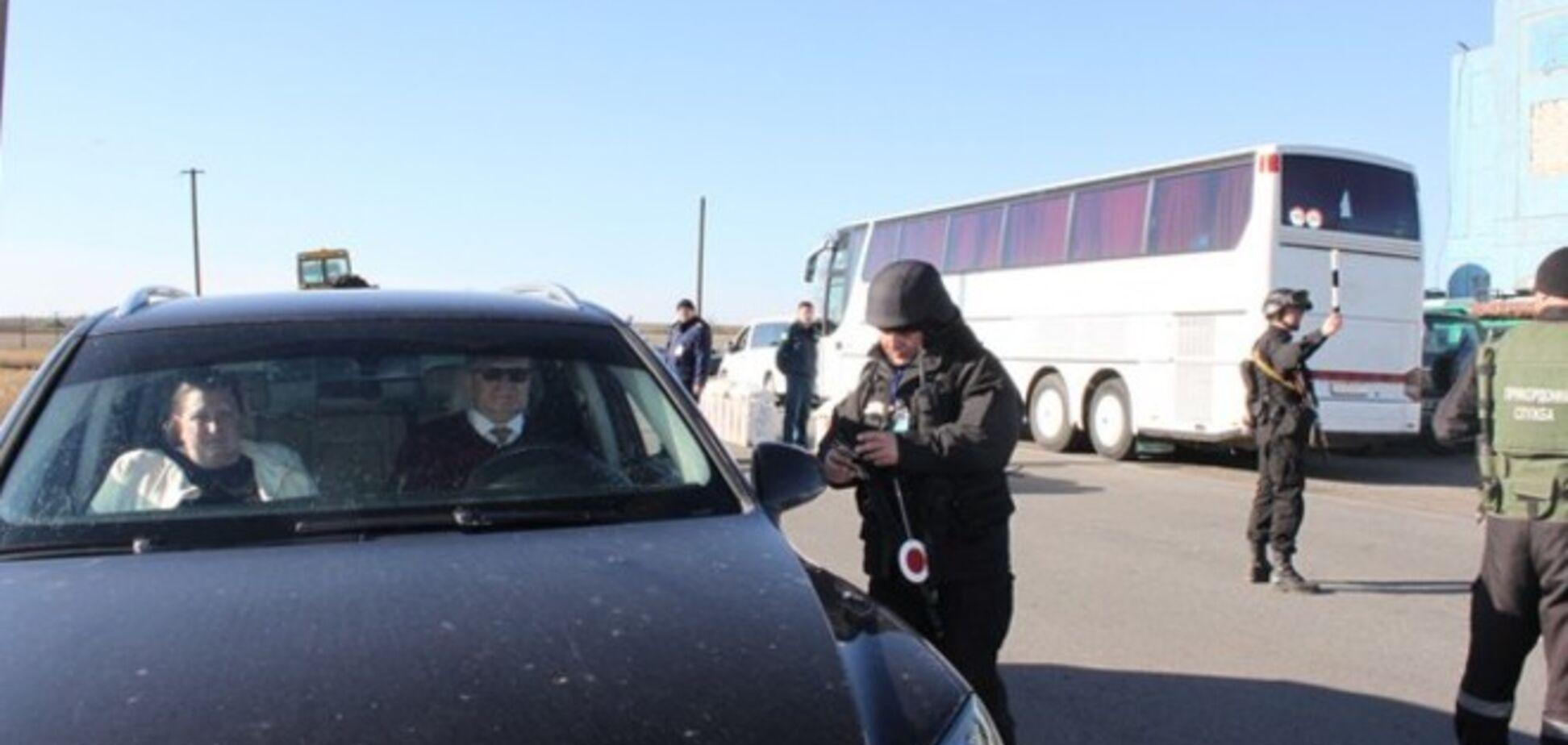 Из-за действий РФ водители в Крыму на границе с Украиной стоят по 5-10 часов