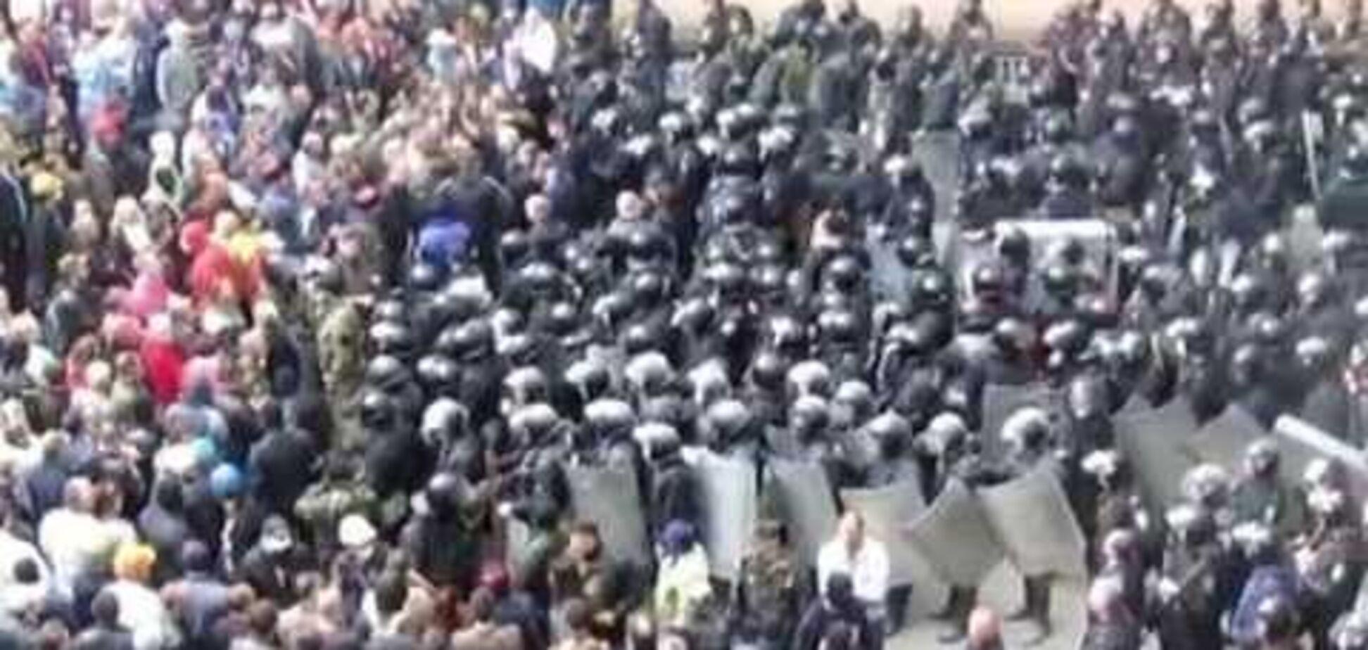 Захватчики присвоили все личные вещи сотрудников Луганской ОГА