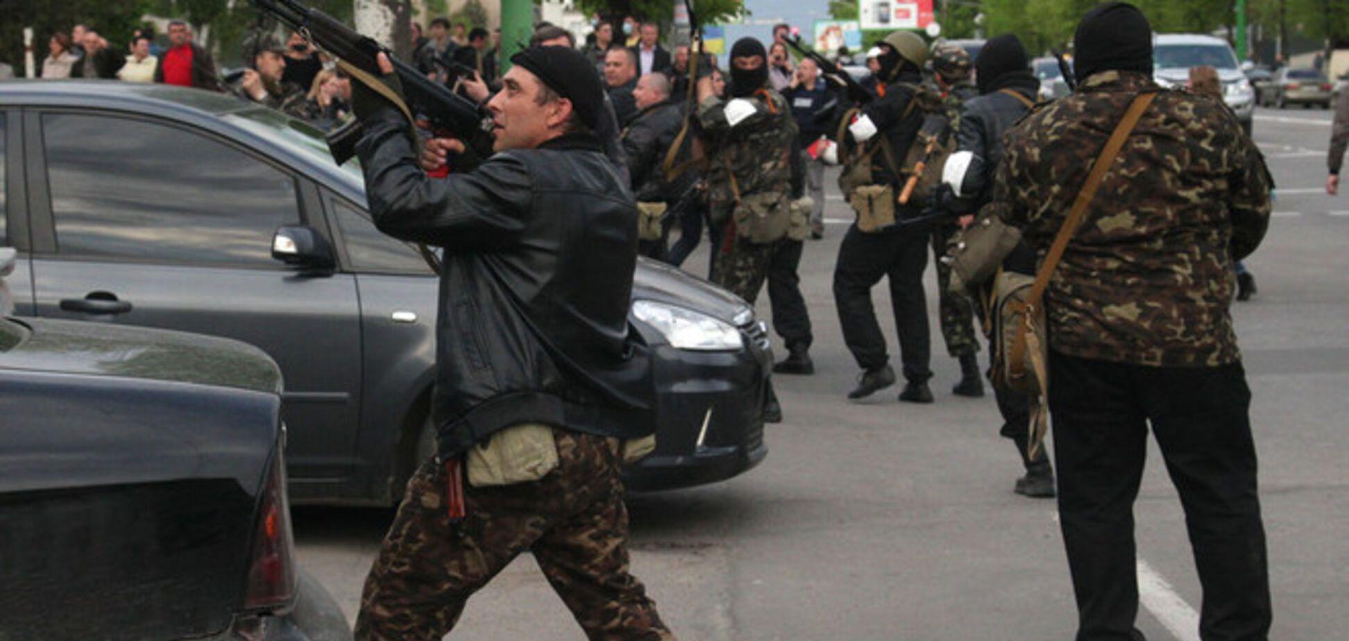 Луганские террористы забаррикадировались в помещении милиции