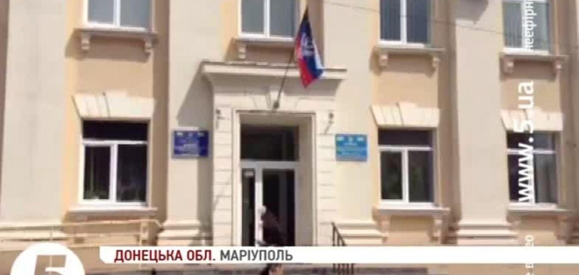 В Мариуполе на зданиях РГА появились флаги так называемой Донецкой народной республики