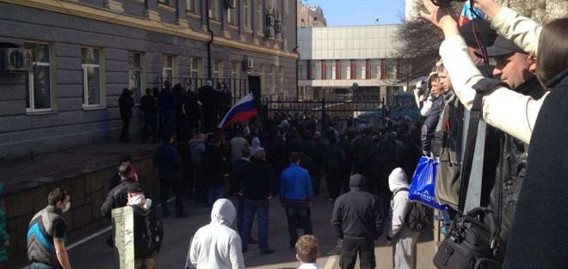 Сепаратисты Донецка грозят сформировать 'народный облсовет'