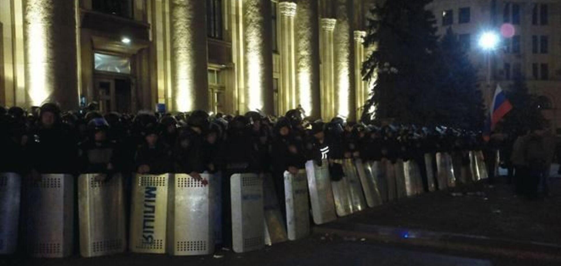 В Харькове сепаратисты начали штурм здания ОГА