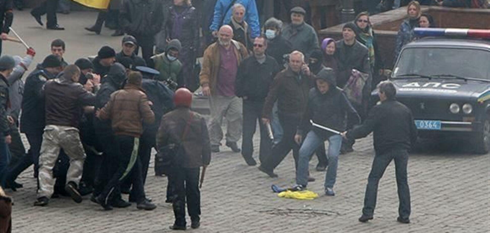 В Харькове сепаратисты били и ставили на колени кандидата наук