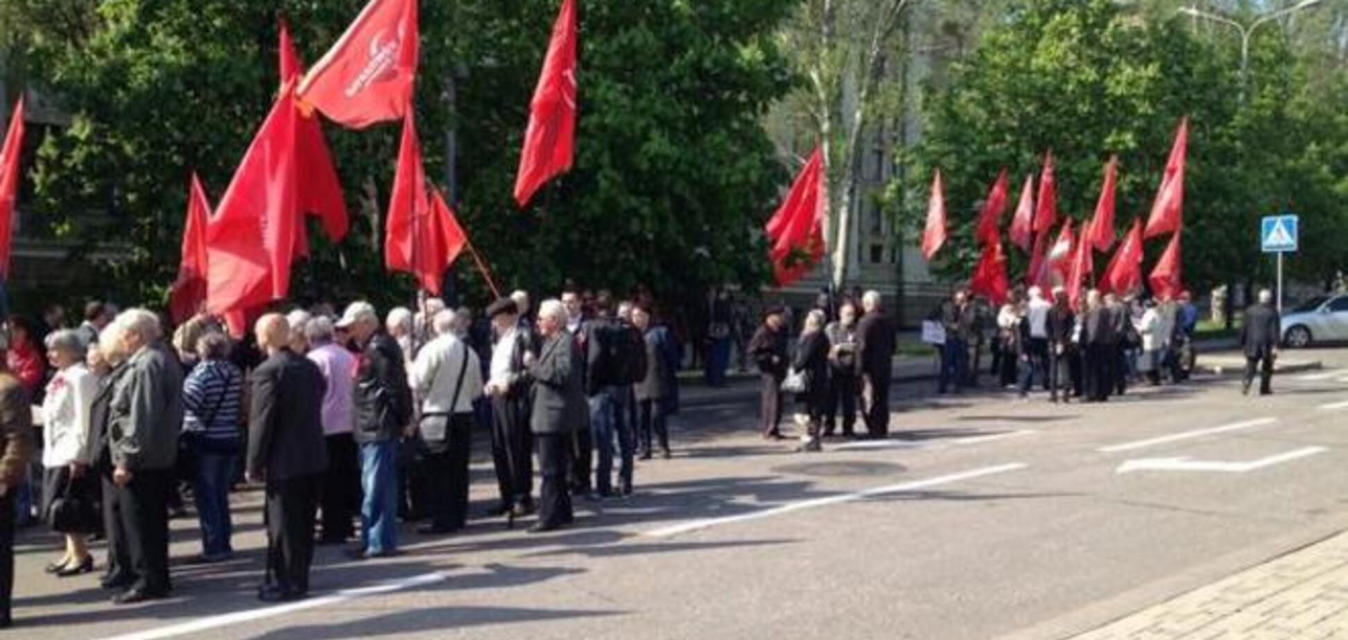 У Донецьку близько 100 комуністів скандували: 'Мир! Труд! Май!'