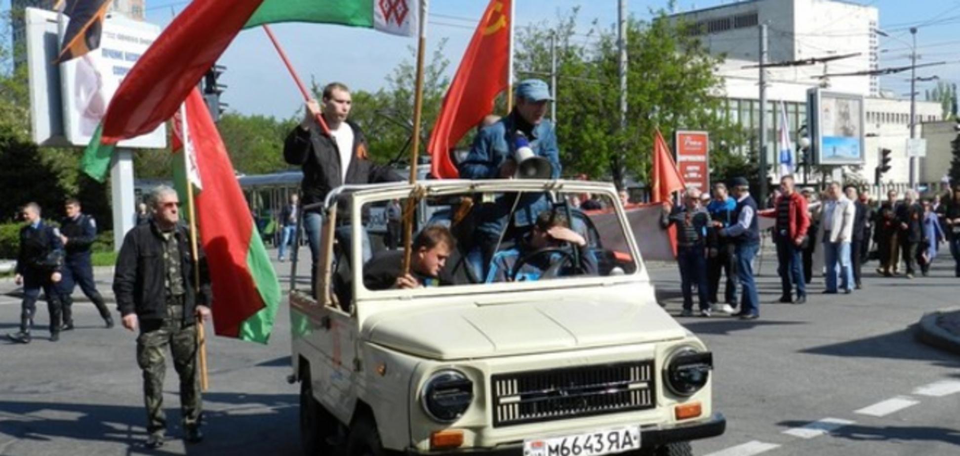 В Днепропетровске коммунисты митинговали с портретами Сталина, а патриоты рисовали мелками