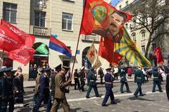 В Харькове коммунисты и сепаратисты провели шествие против 'хунты'