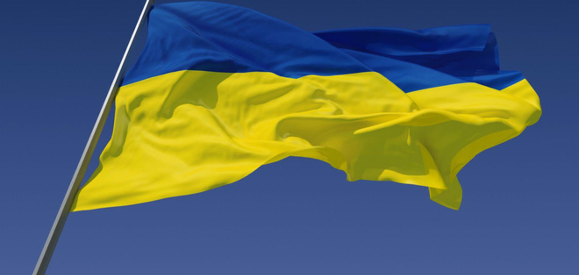 На Луганщине милиция помогала снимать с горсовета флаг Украины