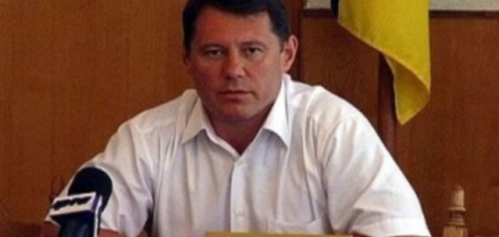 Мэра Стаханова облили зеленкой, он госпитализирован