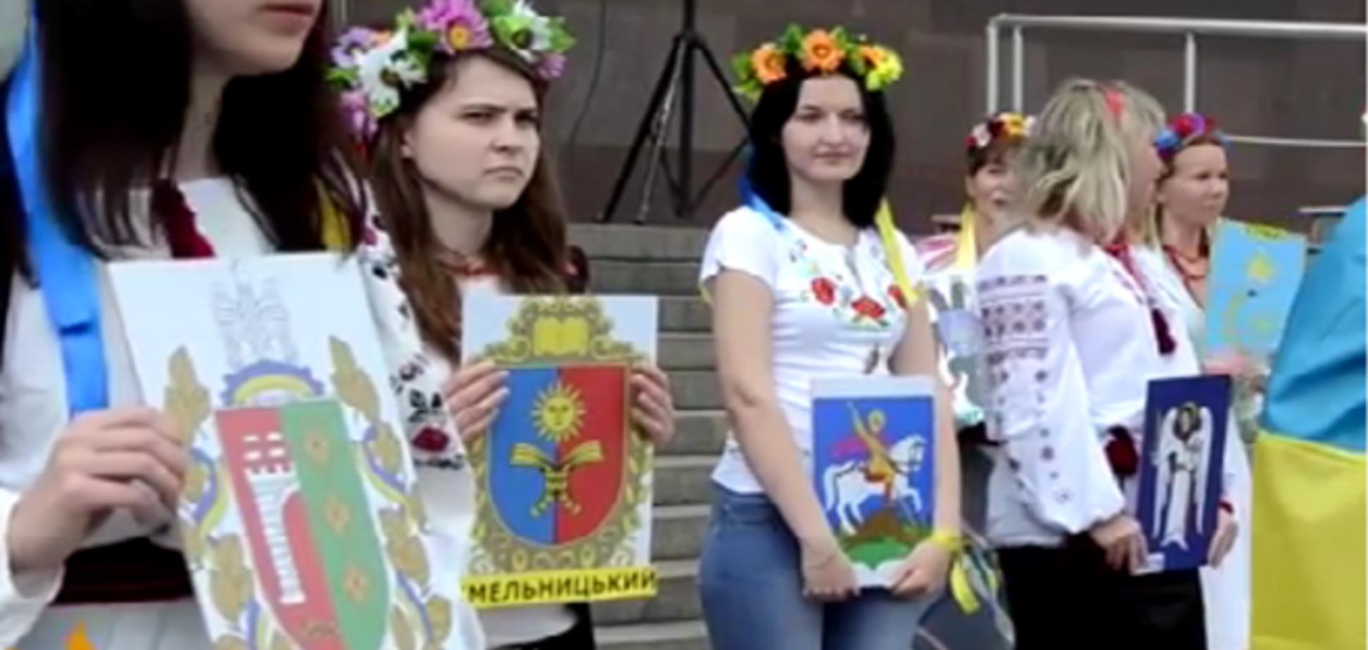 В Запорожье устроили флешмоб за единство Украины