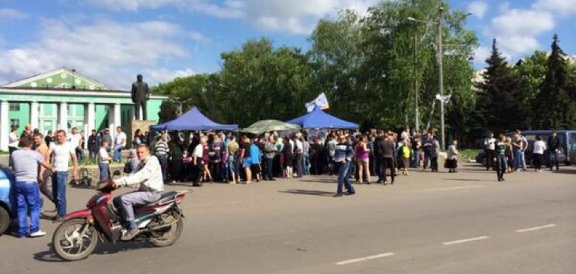 На 'референдуме' ДНР на Донетчине угощают проголосовавших водкой - СМИ