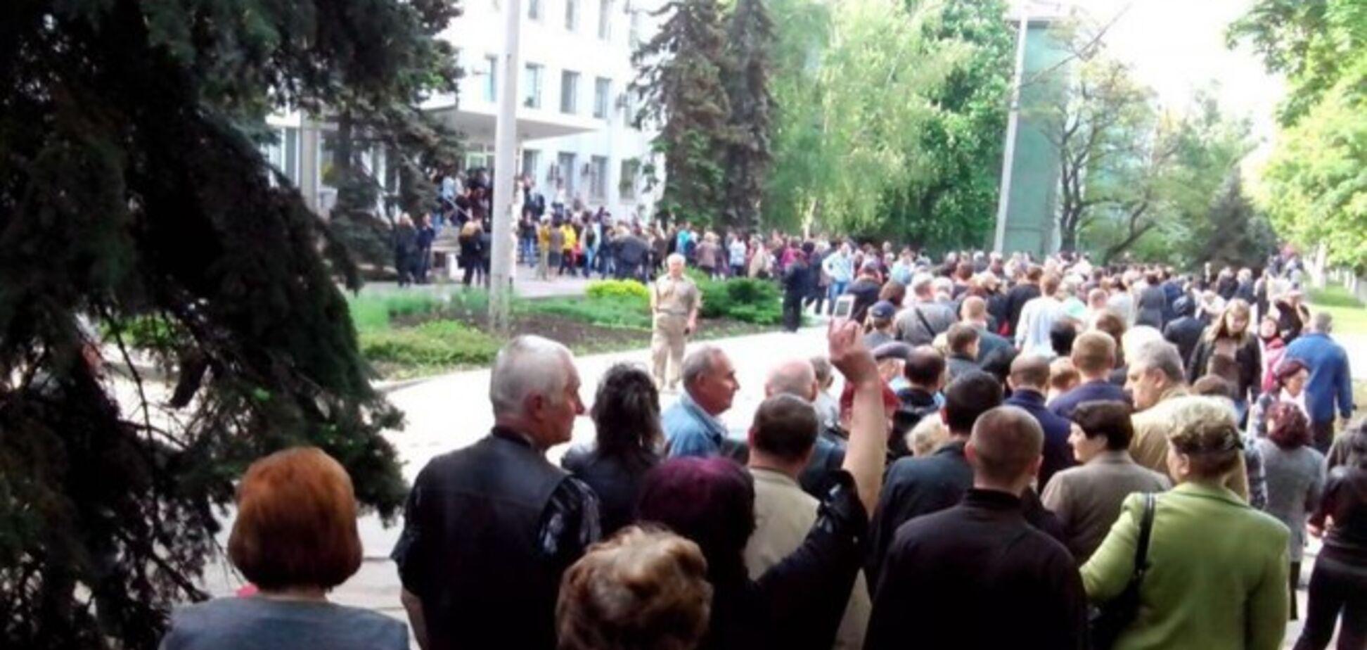 На Донбассе строятся в искусственные очереди, чтобы проголосовать на псевдореферендуме