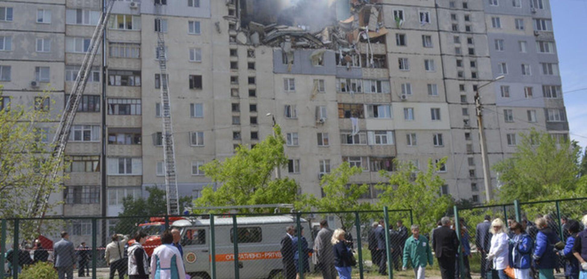 СМИ: под завалами дома в Николаеве остаются живые люди