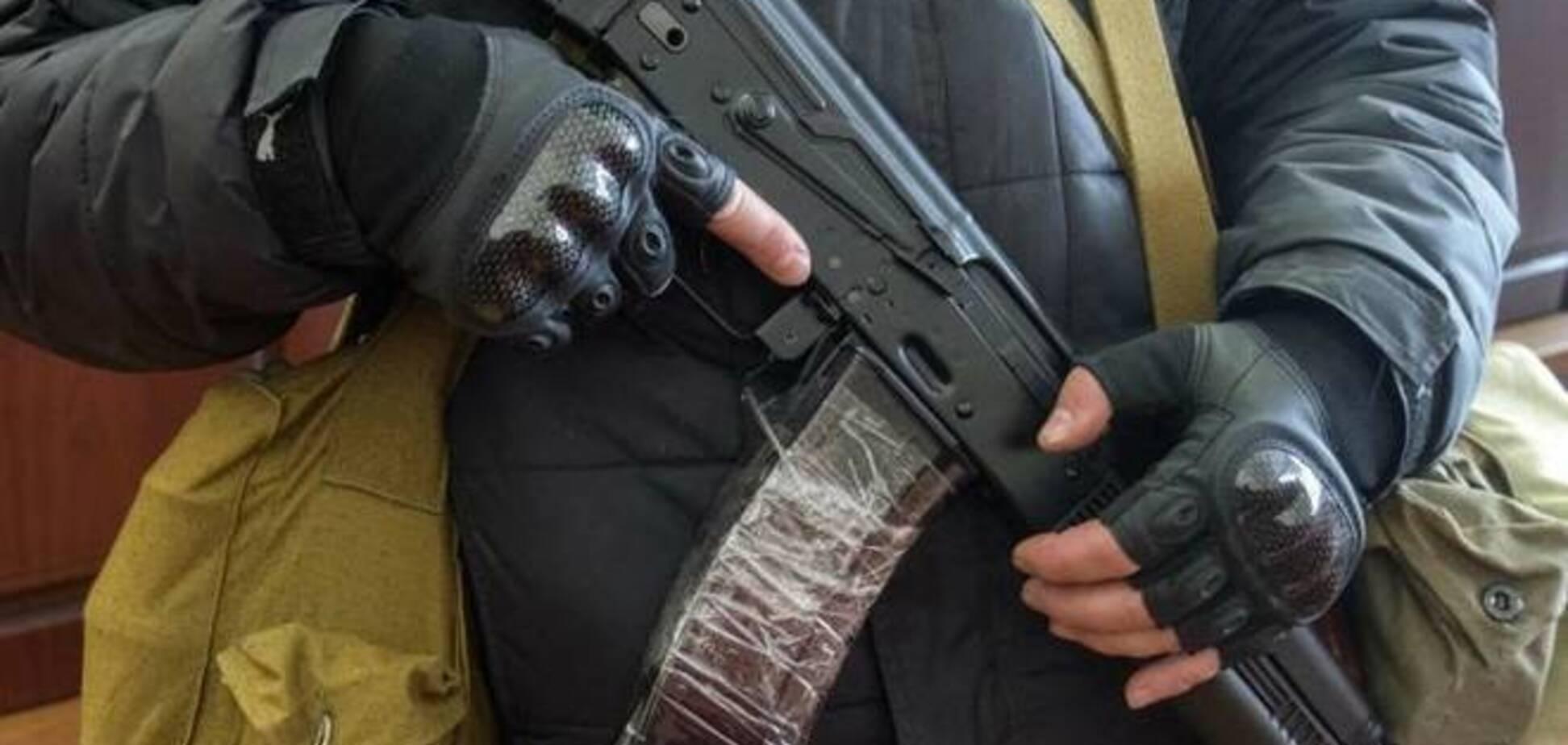 Возле Свердловска террористы расстреляли авто украинских пограничников. Есть раненые