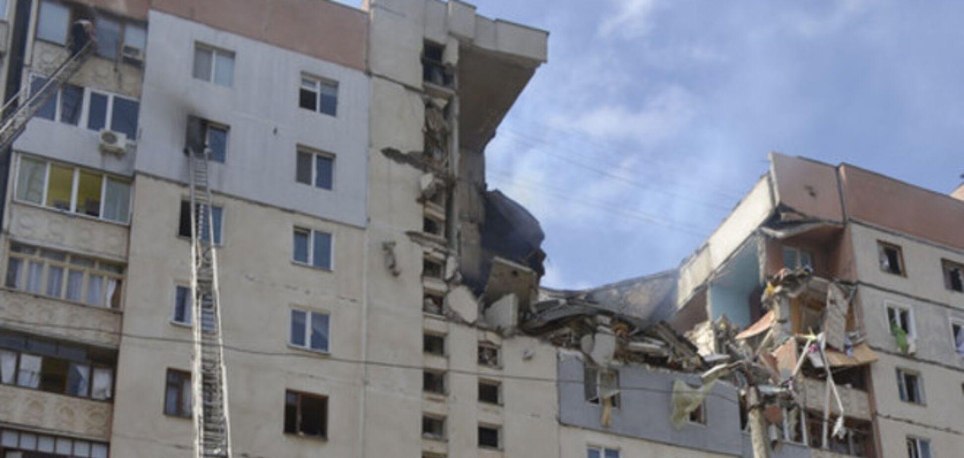 Николаевские спасатели нашли место, где под руинами взорвавшегося дома находится девушка
