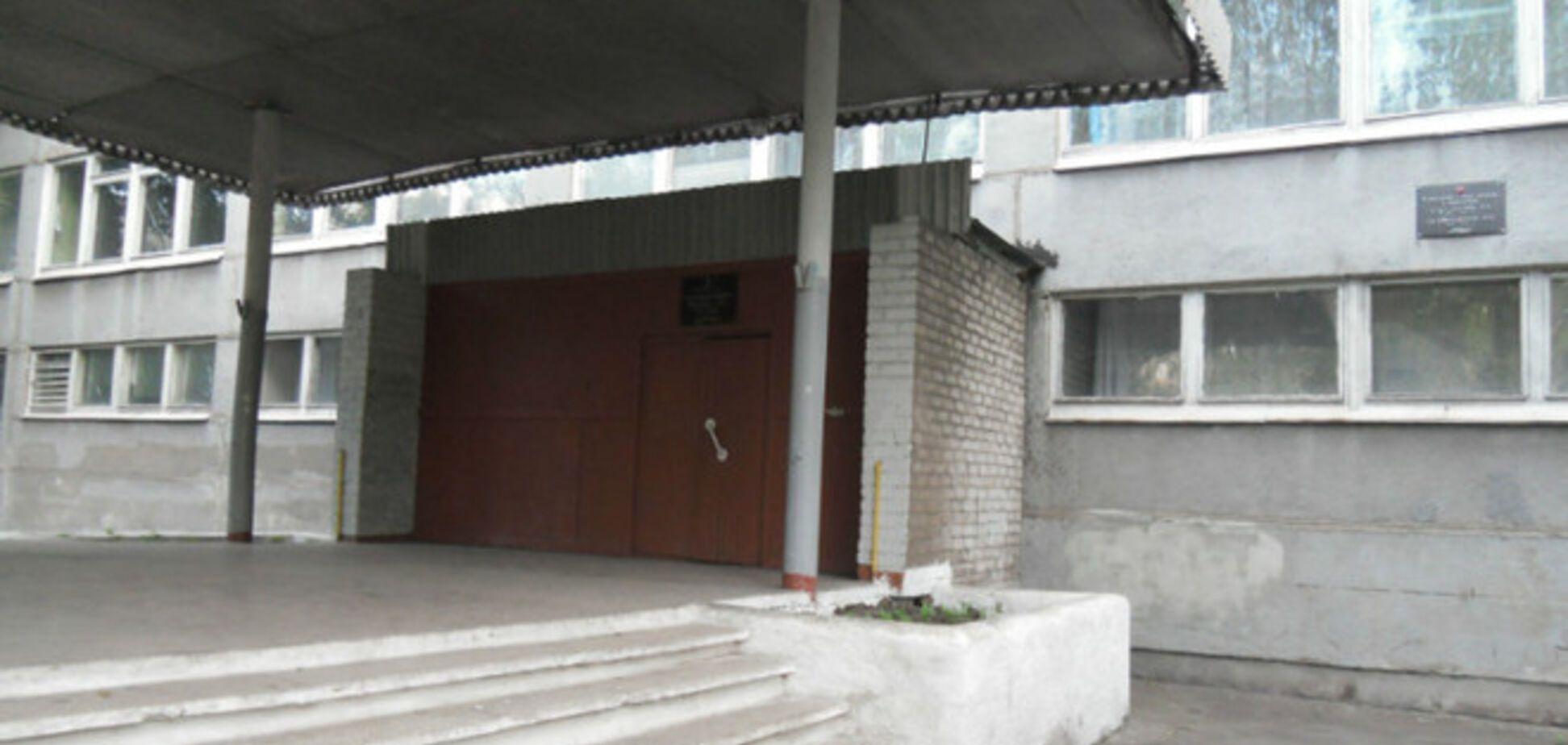 Будни 'ДНР': учителя в страхе за жизнь детей стали запирать школы изнутри